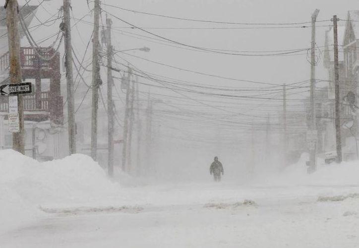 La tormenta Nemo ha dejado a 660 mil estadounidenses sin luz (agencias)