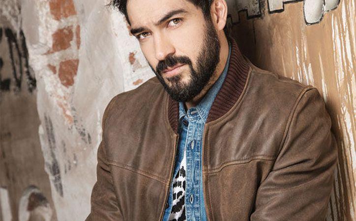 El actor de 33 años aparece en tanga en una escena de la serie. (LatinPop Brasil)