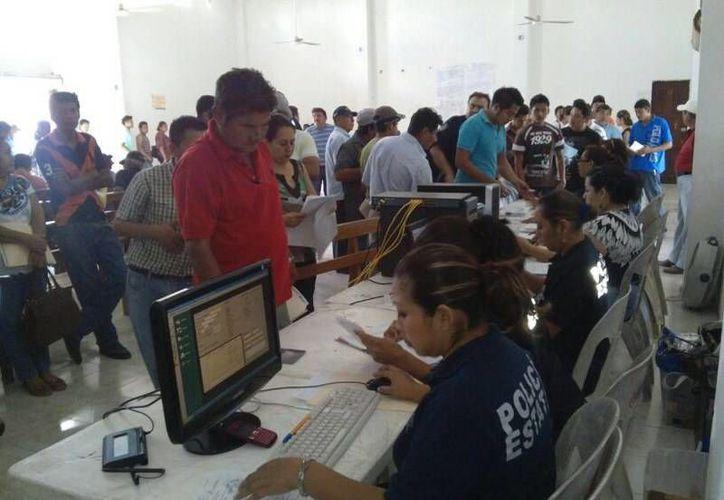 Brindan facilidades a los habitantes de Majahual para el trámite de licencias. (Redacción/SIPSE)