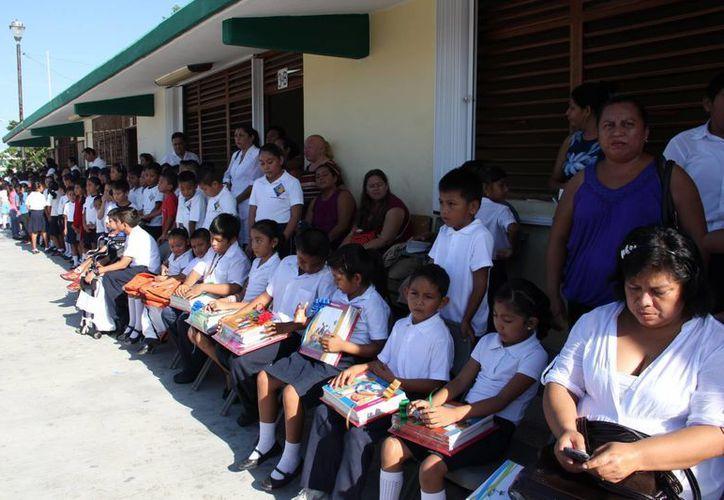 La SEyC invita a los padres y maestros a organizar ceremonias de clausura dentro de las escuelas y que los estudiantes acudan con el uniforme.  (Rossy López/SIPSE)