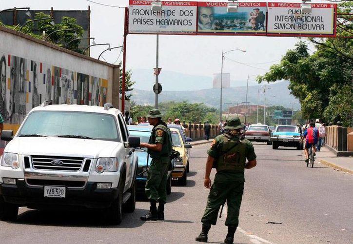 Venezuela establecerá, en la frontera con Colombia, una zona de libre comercio, a fin de frenar el contrabando, sobre todo de combustible. La imagen es únicamente de contexto. (pulzo.com)