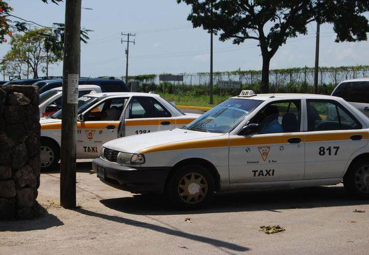 Entre junio y julio de este año se liberará otro paquete de placas de taxi. (Benjamín Pat/SIPSE)