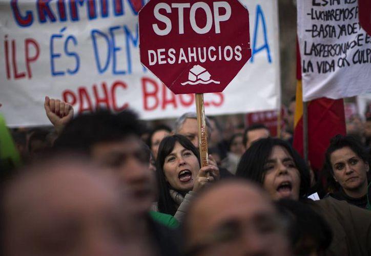 Miles de personas se han manifestado recientemente en varias partes de España contra los desahucios. (Agencias)
