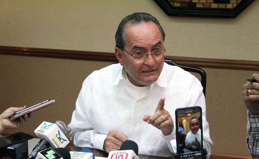 Francisco López Mena convocó a una conferencia de prensa, en la que aseguró que sus declaraciones se mal interpretaron. (Joel Zamora/SIPSE)