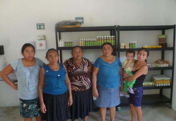 """La agrupación """"Muchkaab"""" está conformada por un grupo de mujeres de la comunidad de Benito Juárez. (Raúl Balam/SIPSE)"""