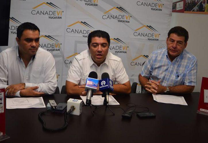 En la imagen, organizadores anuncian la X Expo Vivienda que se llevará a cabo del 10 al 12 de octubre, en el Centro de Convenciones del Siglo XXI en Mérida. (Milenio Novedades)