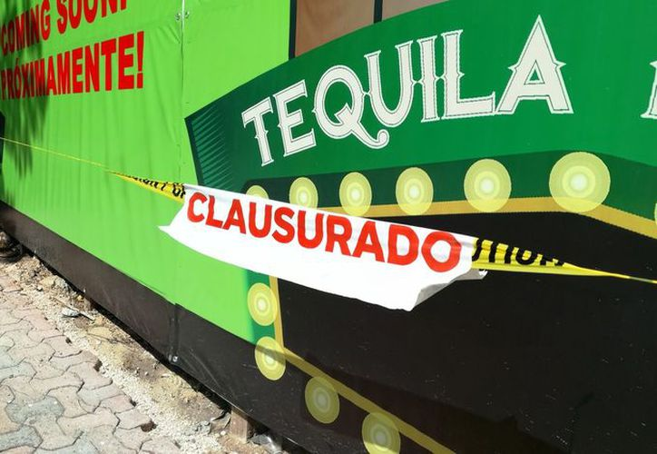 Dirección de Medio Ambiente colocó los sellos en una construcción la Quinta Avenida. (Foto: Octavio Martínez)