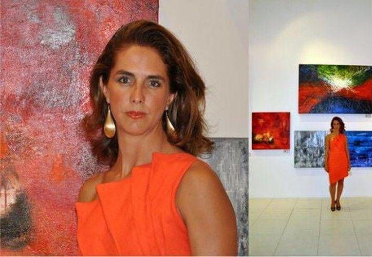 La obra de Victoria Rueda,  es un abstracto que revela las tonalidades del mar. (Foto: Cortesía)