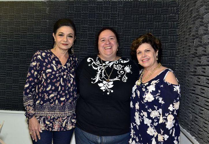 La invitada al programa, Alejandra Jiménez, flanqueada por Mary Liz Escalante y Alis García.  (Foto: Milenio Novedades)