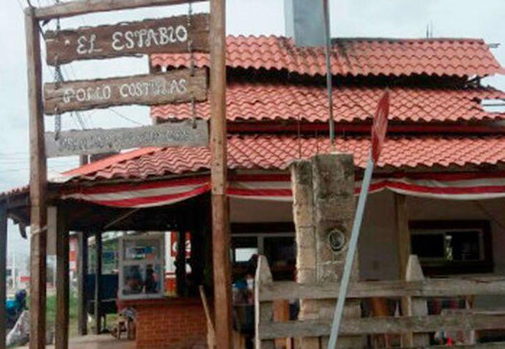 El asadero está ubicado sobre la avenida Libramiento, donde provienen malos olores por la ruptura de un conducto del drenaje.