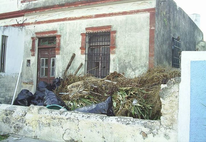 La vivienda está abandonada y prácticamente en ruinas. (Jorge Moreno/SIPSE)