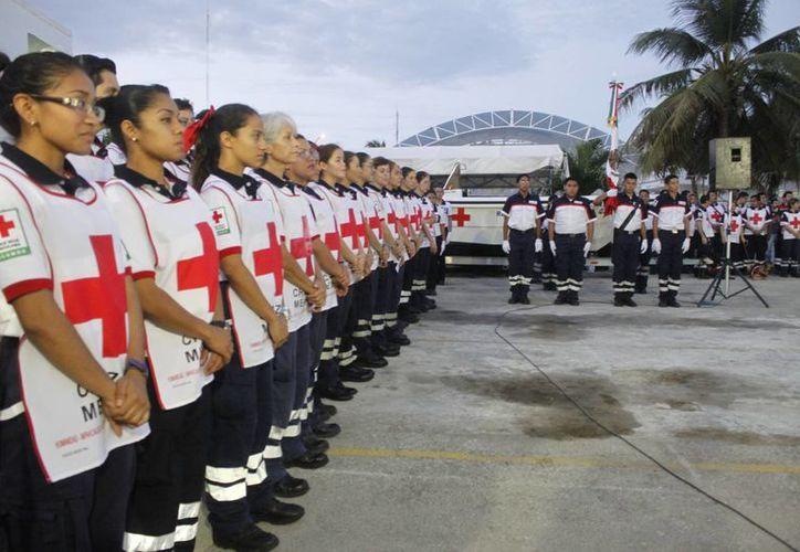 Dieron el banderazo de salida de la colecta de la benemérita institución. (Sergio Orozco/SIPSE)