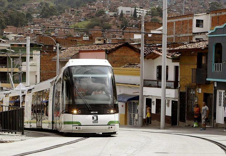 Vista general del nuevo Tranvía de Ayacucho en la ciudad de Medellín, Colombia. (EFE)