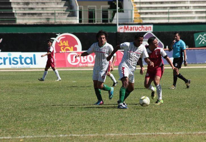 FC Itzaes golearon a Estrellas del Sur, en el duelo correspondiente a la jornada 16 de la Primera Fuerza Estatal de Futbol. (Jorge Acosta/Milenio Novedades)