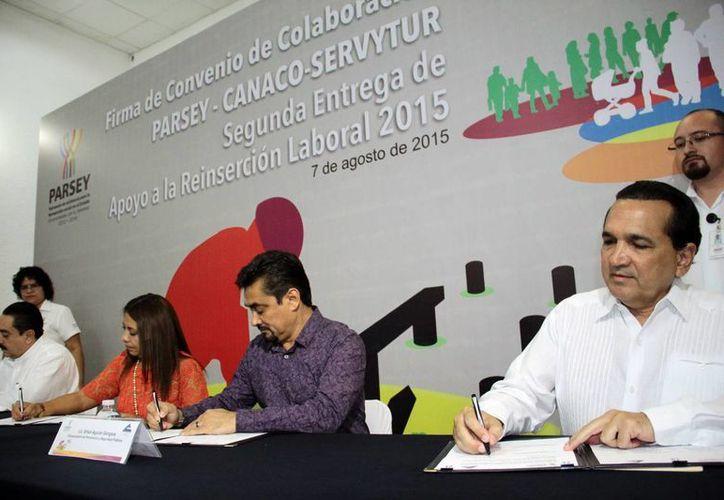 Firma del convenio para el apoyo a ex reos para su integración a la sociedad. (Jorge Acosta/SIPSE)