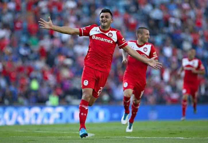 Enrique Triverio al minuto 15 abrió el marcador con un extraordinario gol, en la victoria que el Toluca logró en calidad de visitante ante Cruz Azul, 2-1. (Femexfut y Notimex)
