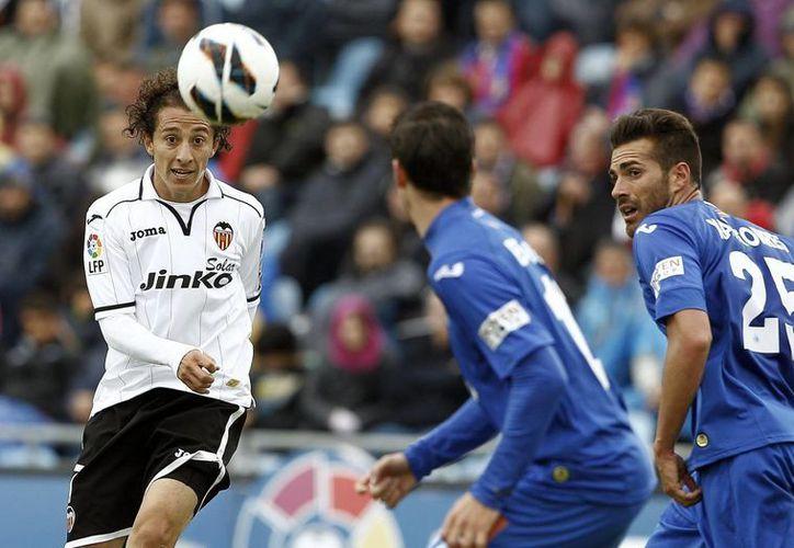 Guardado (i) es quizás junto con el defensa Héctor Moreno y el 'Chicharito' Hernández, uno de los mexicanos más destacados en el futbol de Europa. (EFE)