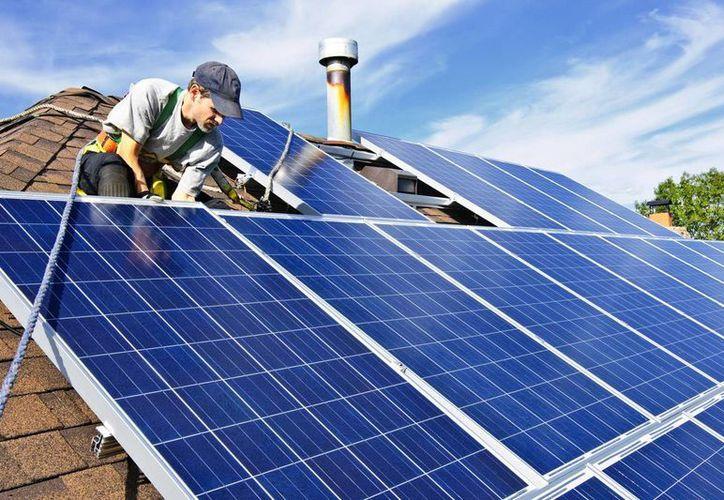 Los beneficios de los paneles fotovoltaicos para la generación de electricidad se están potencializando. (Imagen de contexto/dmsolar.mx)