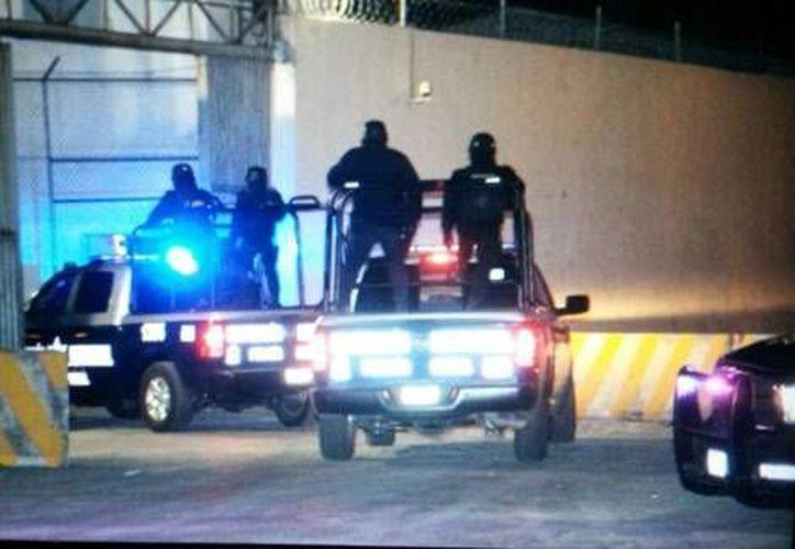 Fuerzas de seguridad tomaron prácticamente el penal del Topo Chico desde las primeras horas de este jueves, tras los hechos violentos. (Foto: Francisco Javier Cantú/Milenio)