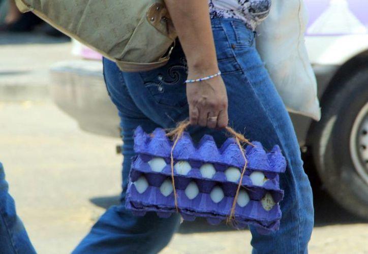 Sanciona la Profeco a 15 establecimientos que ofrecen limón, aguacate, pollo y huevo a precios altos. (Milenio Novedades)