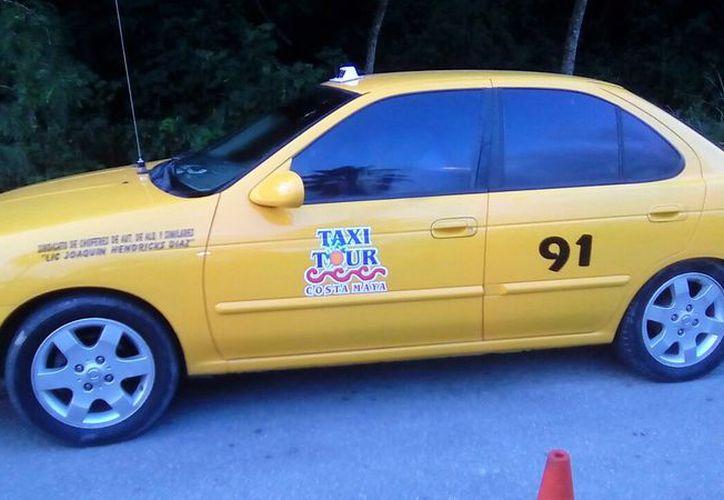 El nuevo servicio de los taxistas representan y competencia desleal para transportistas turísticos; Sintra anuncia operativos. (Javier Ortiz/SIPSE)