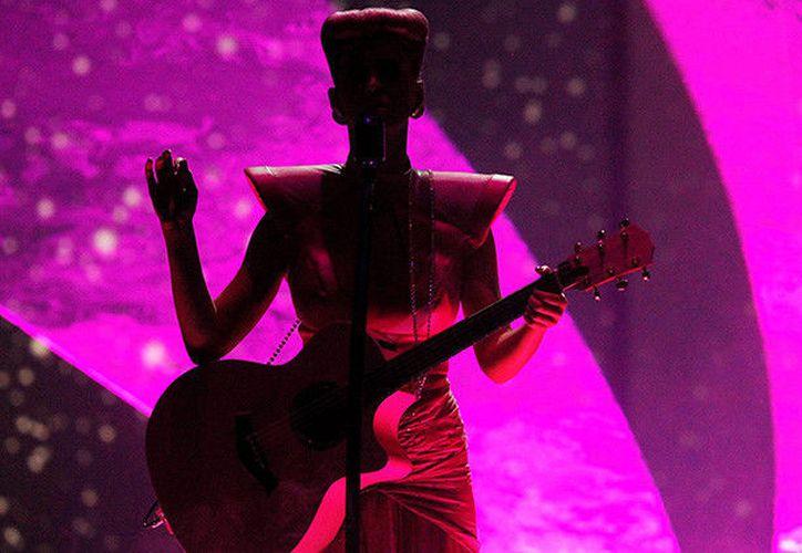 Katy Perry es la primera persona en llegar a los 100 millones de seguidores en Twitter. (RT)