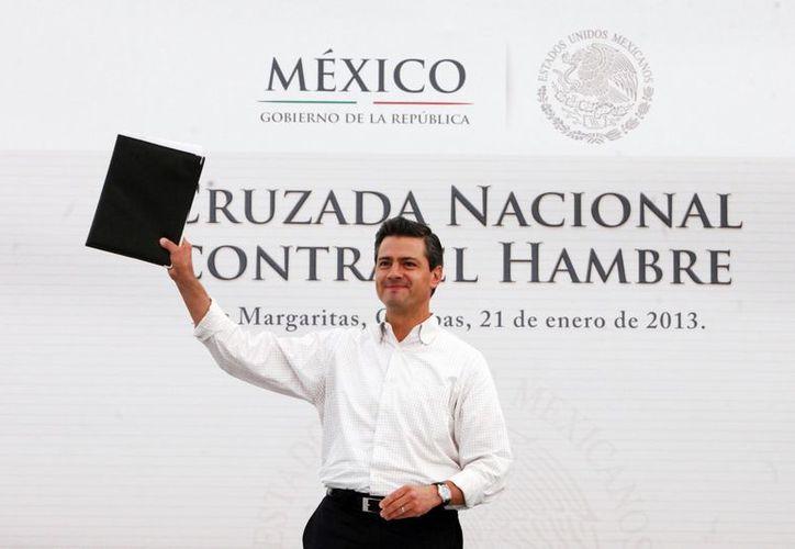 El presidente Enrique Peña Nieto firmó el decreto de la Cruzada Nacional contra el Hambre, durante un acto en Chiapas. (Notimex)