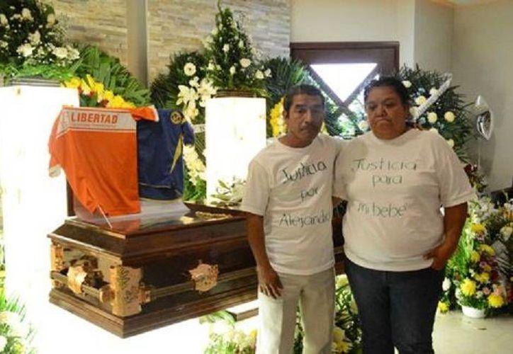 Estos son los padres de Héctor Alejandro, víctima mortal de bullying en Tamaulipas. (Milenio)