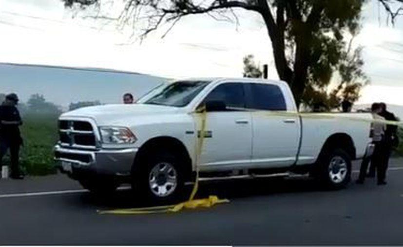 En la camioneta viajaban dos escolatas que fueron heridos de gravedad. (Twitter @Gerardosedano)