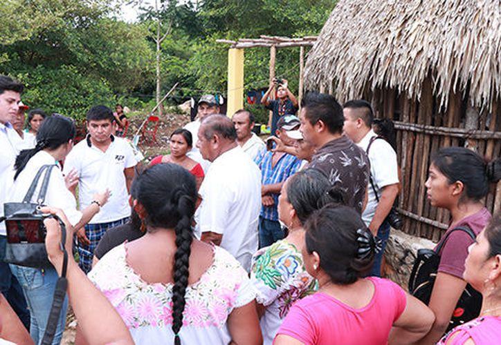 La Codhey cuestiona expulsión de familia tras presión de los pobladores deTahdziú. (Jorge Acosta/Milenio Novedades)