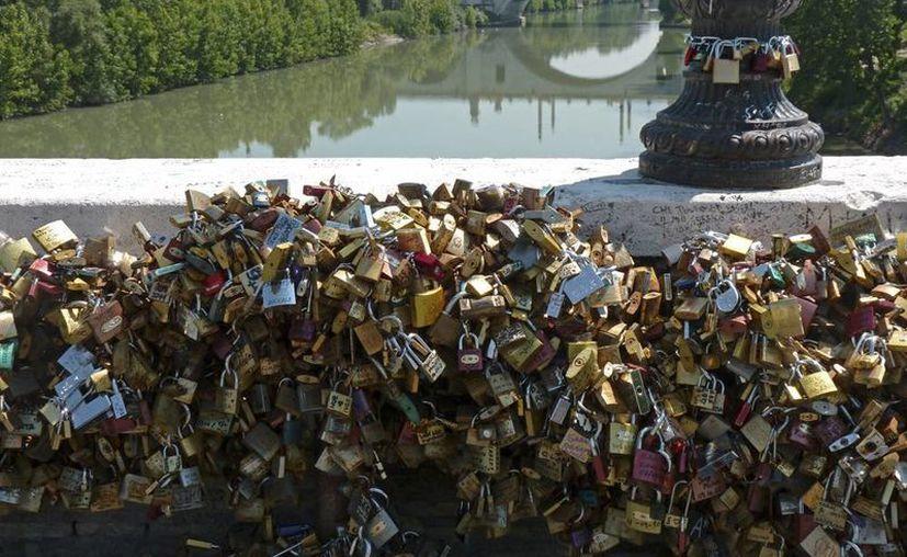 'Los candados del amor' se han vuelto una verdadera plaga en Venecia. (EFE/Archivo)