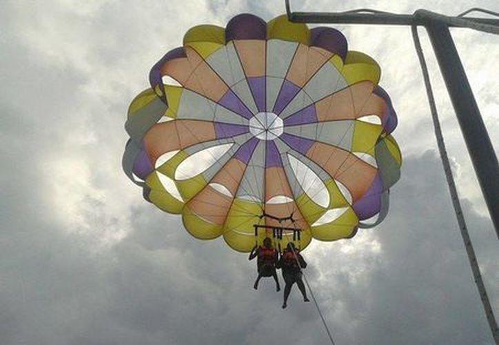 Los dos turistas accidentados en parasailing el viernes pasado están en recuperación.  (Cortesía/SIPSE)