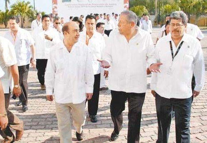 Jesús Murillo Karam, procurador general de la República, y Egidio Torre Cantú, gobernador de Tamaulipas, en Ciudad Madero. (José Tapia/Milenio)