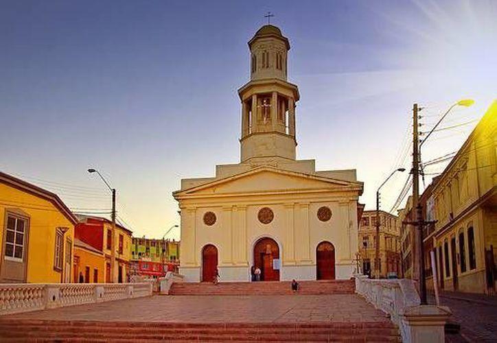 Los chilenos celebraron los 454 años de la Iglesia la Matriz con versión musical de Neruda. (Agencias)