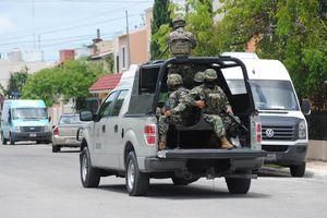 Autoridades policíacas entran a la 'casa de seguridad' equivocada