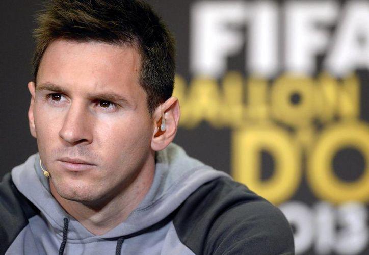 Guillem Balagué divide en dos partes la biografía de Lionel Messi: En la primera relata la vida del jugador en su Argentina natal y en la otra narra su historia desde que llega a Barcelona a los 12 años de edad. (EFE/Archivo)
