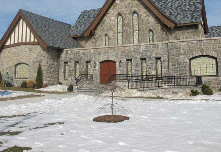 Mariano Rivera gastó unos 3 mdd en remodelar un edificio de 107 años de antigüedad para convertirlo en Refugio de Esperanza, congregación cristiana pentecostal que dirige su esposa Clara. (Agencias)