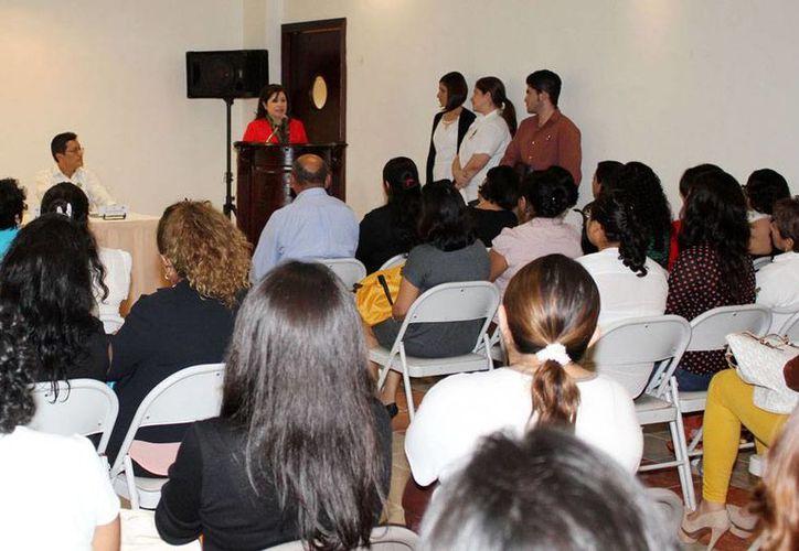 Según la Fiscalía, se han dictado 18 casos de medidas de protección emergente para igual número de mujeres víctimas de la violencia en Yucatán. Imagen de la clasura del curso <i>Identidad, integración, coordinación y operatividad del modelo del Centro de Justicia para Mujeres</i>. (Cortesía)