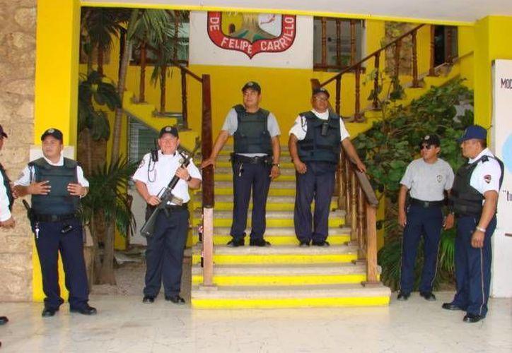 Elementos de Seguridad Pública exigen congruencia a las autoridades. (Manuel Salazar/SIPSE)