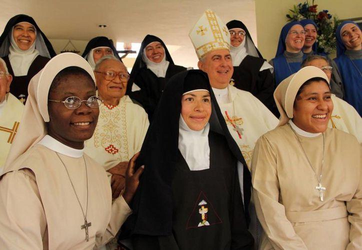 Las hermanas María Sagrado Corazón, María Tránsito de la Virgen y María de la Revelación, de la congregación argentina. (José Acosta/SIPSE)