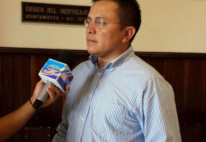 El regidor Juan Barea Canul dijo que el Ayuntamiento de Mérida en todo momento ha estado a disposición de los locatarios de mercados. (SIPSE)