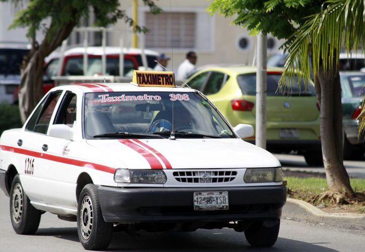 El ex director de Transporte, Henry Sosa Marrufo, en los últimos días del año detuvo a varios taxis que operaban de manera irregular. (SIPSE)