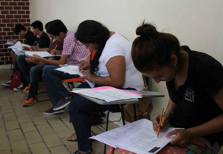 Los estudiantes aspiran a espacios disponibles en los cinco subsistemas que hay en la ciudad. (Jesús Tijerina/SIPSE)