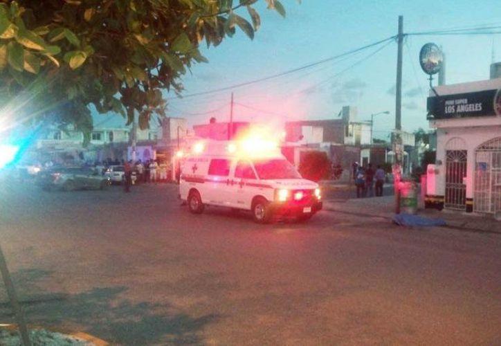 Una persona fue ejecutada el viernes cuando caminaba por la avenida Kabah, en la Supermazana 248. (Redacción/SIPSE)