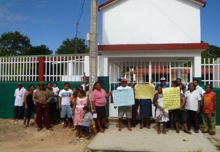 Habitantes de comunidades realizaron trabajos de mantenimiento en escuelas del municipio. (Raúl Balam/SIPSE)