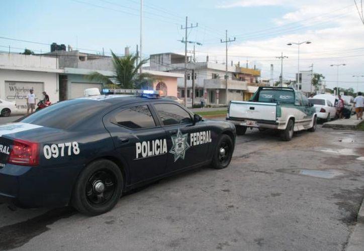 Elementos de la Policía Federal detuvieron a los presuntos extorsionadores. (Archivo/SIPSE)