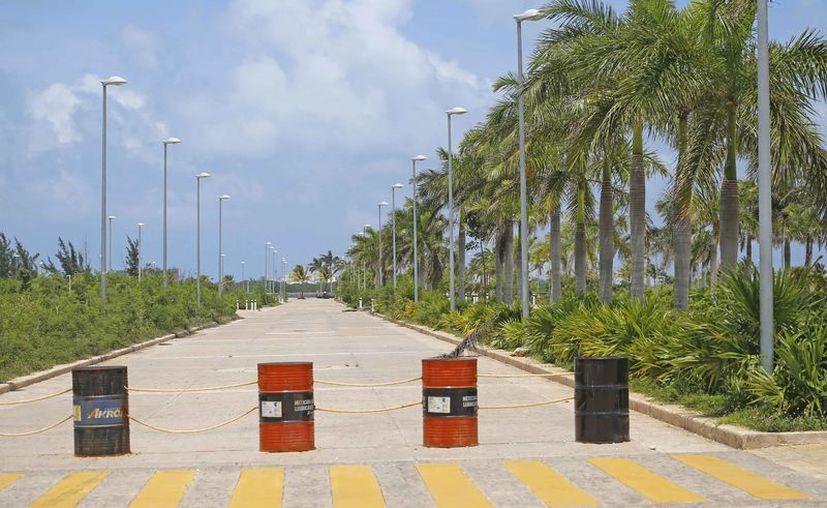 Habían proyectado construir viviendas, condominios turísticos y departamentos en el Malecón. (Jesús Tijerina/SIPSE)