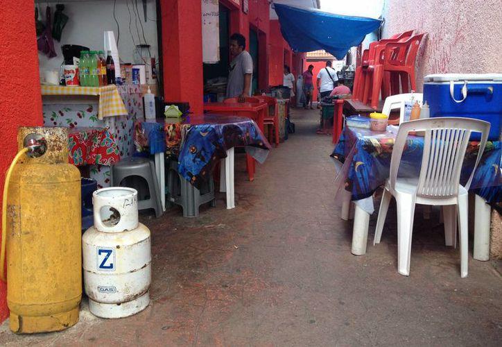 Algunos negocios de Playa del Carmen no cuentan con la capacidad para cumplir con el reglamento de Protección Civil. (Adrián Barreto/SIPSE)