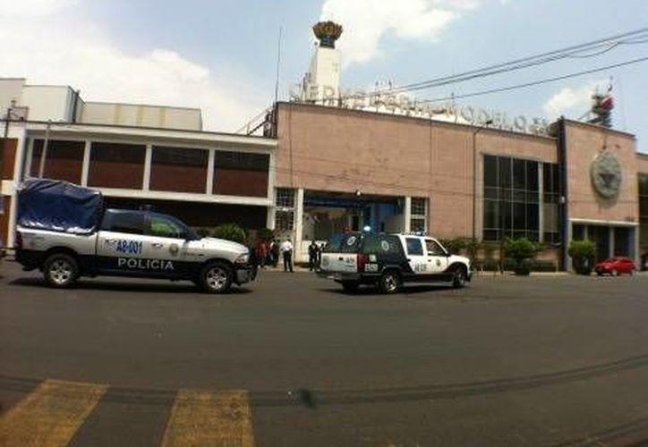 A las instalaciones de la empresa llegaron servicios de emergencia. (milenio.com)