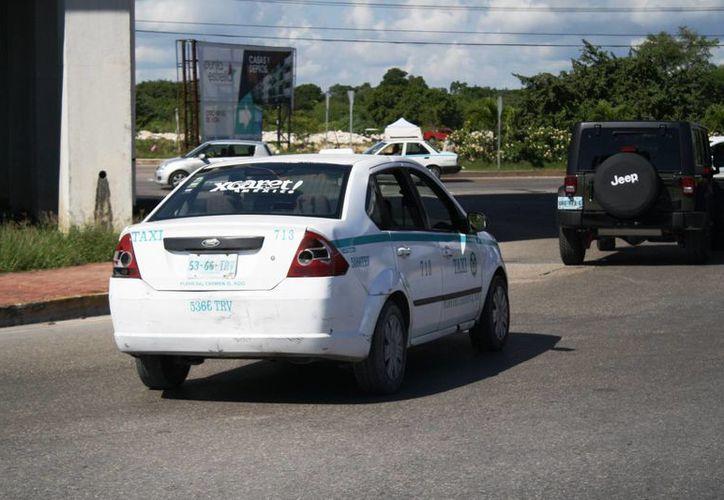 El sindicato de taxistas sancionará a los operadores que hayan aumentado precios durante el fin de año. (Octavio Martínez/SIPSE)